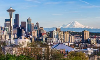 Panoramic view of Seattle with the mountain